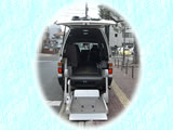 福祉タクシーとストレッチャーとハイエース3